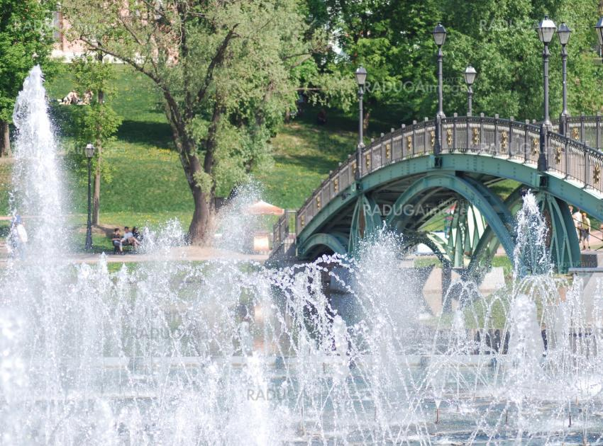 high fountain in moscow city park