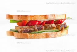 Sandwich with meat and pepper
