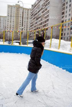 blond woman in jeans on a skates