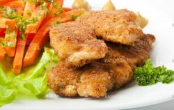 chicken fried in breadcrumbs with vegetables